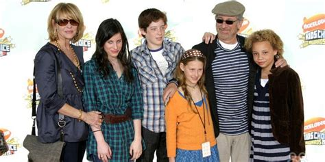 12 Celebrities You Didn't Realize Have Giant Families